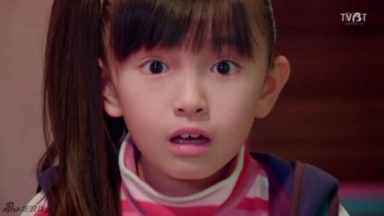 日本10岁小萝莉铃木梨央走红 绝对美过Angelababy