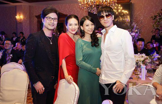 王力宏李靓蕾夫妇见证章子怡和汪峰的幸福时刻