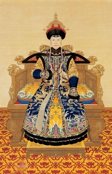 清世宗孝圣宪皇后,钮祜禄氏,生于1693年1月1日(康熙三十一年十一月二十五日),满洲镶黄族人四品典仪官凌柱之女。十三岁时入侍雍和宫邸,号格格,为雍王胤�G藩邸格格。