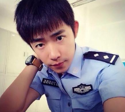 警察玩白袜帅哥视频_