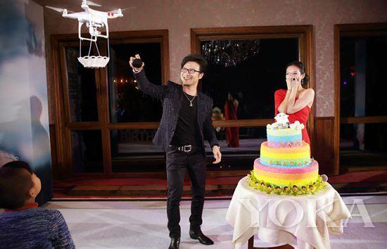 除了汪峰章子怡,谢娜张杰结婚也使用过飞行器