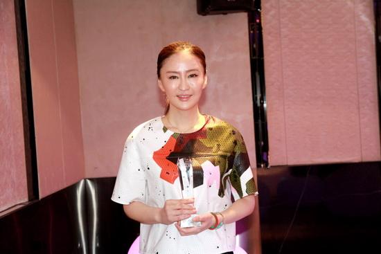 李玉获最具魅力导演奖 生猛新作《万物生长》将映