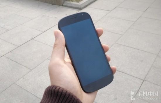 价格追iPhone 双面屏幕YotaPhone2评测