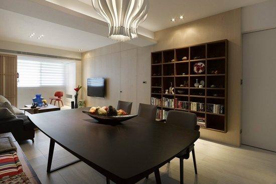 客厅电视墙搭配隐藏式的暗门设计,展现利落自信表情-95平3居中式风