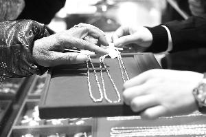 中国大妈金市收手去年中国金饰需求同比下降33%