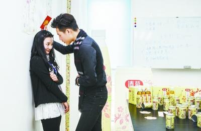 """武汉奇葩年终奖:老板请帅哥向女员工""""告白""""(图)"""