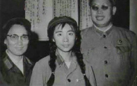 李作鹏之妻:董其采图为林豆豆与李作鹏、董其采合影