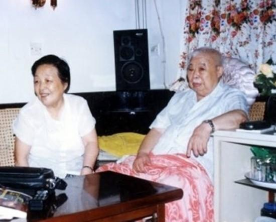 图为晚年的吴法宪和夫人陈绥圻