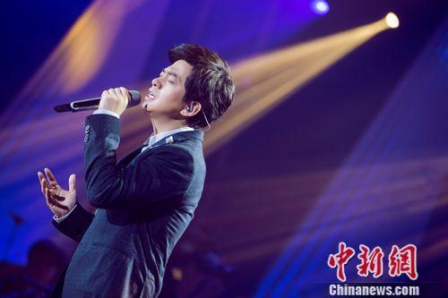 李健《歌手3》献唱《当你老了》 获赞逆生长(图)