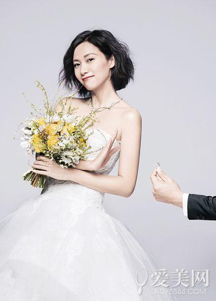 """未婚女星齐""""披嫁衣"""" 文艺女王徐静蕾不恨嫁"""