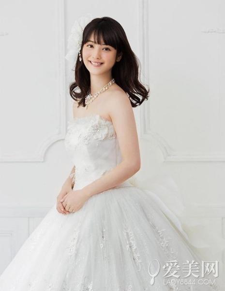"""未婚女星齊""""披嫁衣"""" 文藝女王徐靜蕾不恨嫁"""
