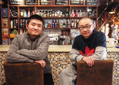 14日,西安交通大学路66号公路咖啡馆,苗阜(左)、王声(右)两位青年相声演员今年将第一次登上春晚舞台。新京报实习生