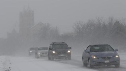大雪致芝加哥高速路发生38车连撞事故数十人伤