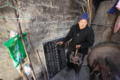 聚焦:江西九旬老太17儿女均夭折 52岁老汉专偷女士内衣裤/图