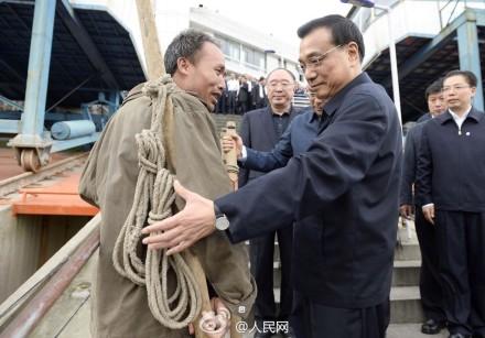 """李克强与重庆""""棒棒""""的山城缘分"""