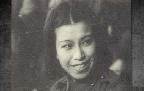 1934年9月,她在上海曹家渡被捕入獄,同年12月被釋放。然后去了北平與已釋放的俞啟威同居。圖為江青早年珍貴劇照。