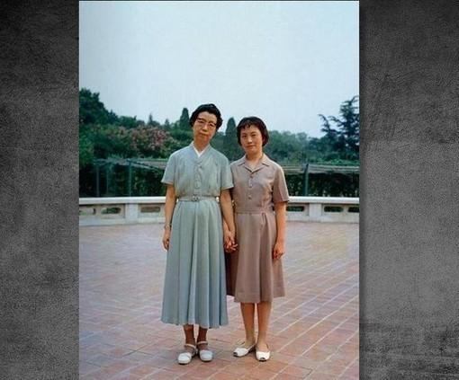 1991年5月14日,在北京保外就醫的江青在其住地自殺身亡。圖為江青與張玉鳳。