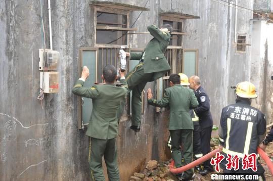 广东雷州一家子用煤气自杀警方成功救出5人