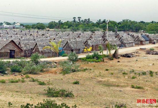 穿行破败不堪的印度农村