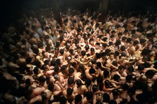 日本举行裸体节九千男子赤裸争宝卫生知识女生图片