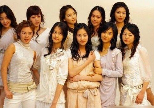 韩国的化妆技术非常高超,但有些还是很明显的,比如Jessica,孝渊,SUNNY,秀英,Tiffany很明显是没整容过,泰妍,�T贤,允儿的眼睛也很明显是单的,只有俞利稍微好点。
