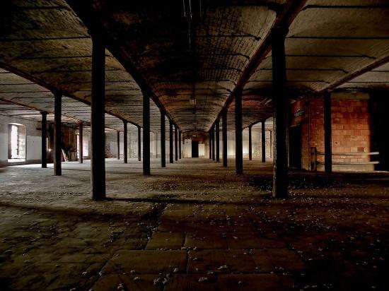 英国一男子沉迷废墟探险 发现地下古城(组图)