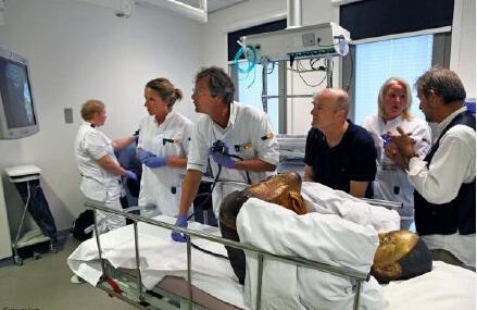 荷兰Drents博物馆在Meander医疗中心为一尊来自中国的佛像做了CT扫描和内窥镜检查。