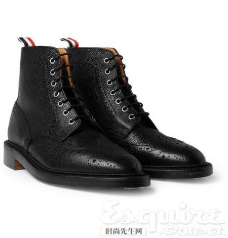 黑色皮靴女王踩踏