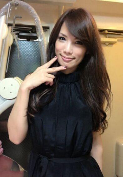 日本43岁美女身材美女似观音揭娱乐圈不老神外婆莲坐少女GIF图片