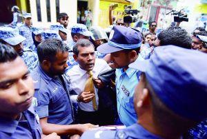 马尔代夫前总统涉恐怖主义被强行拽入法庭