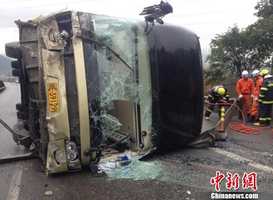 四川发生两起与客车有关的交通事故致3死20多人伤