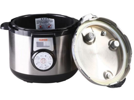 大杂烩     电压力锅是传统高压锅和电饭锅的升级产品,结合压力锅和