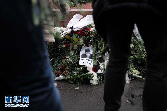 俄罗斯民众悼念遇害反对派领导人涅姆佐夫