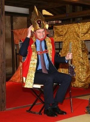 威廉王子参观日本放送协会扮大河剧中人物造型