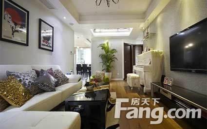 110平现代风格的三居装修 6万创意装修时尚客厅