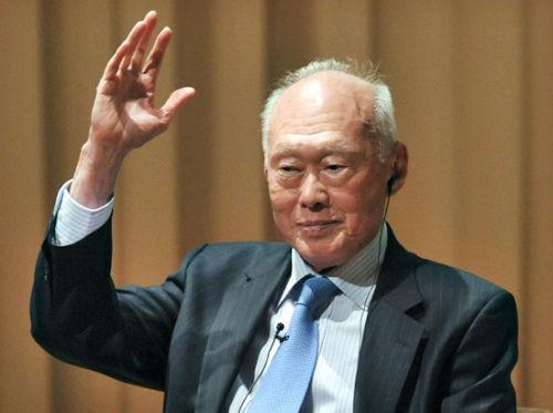 """外媒:新加坡前总理李光耀病情""""有所好转"""""""