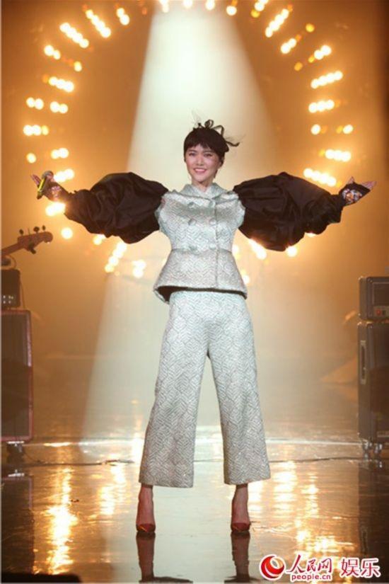 我是歌手第三季:谭维维康定情歌夺冠 萧煌奇成补位歌手
