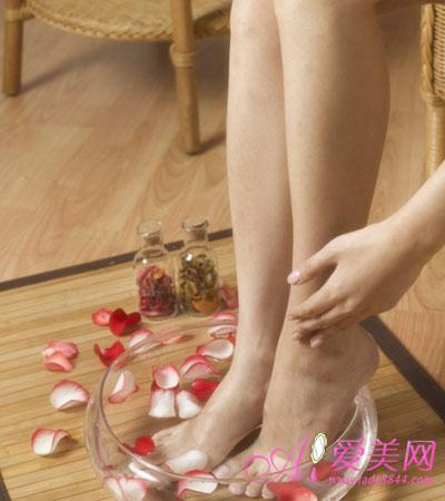 养生:泡脚出汗部位预示身体健康状况