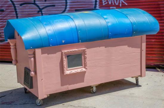 美无家可归者居住的移动微型住宅