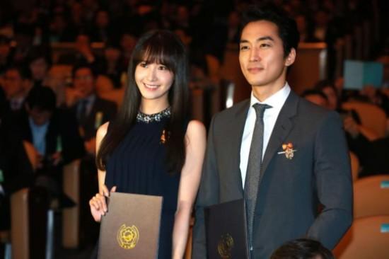 允儿宋承宪被评为韩国模范纳税人 获总统表彰