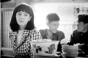佟丽娅(微博) 在剧中饰演田润叶,其长相被质疑太时尚,服装也被批没有时代感。