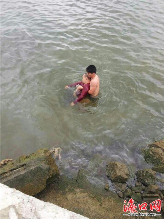 文昌男子世纪大桥下溺水 香港青年跳海救人