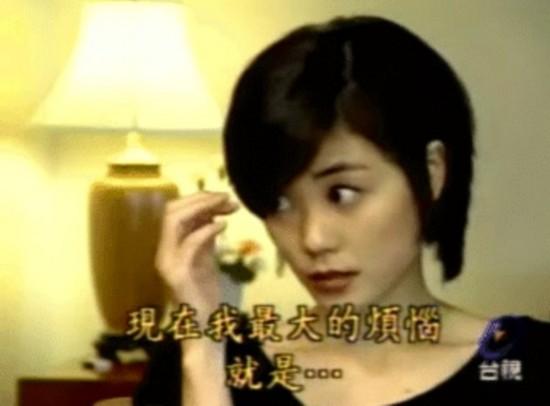"""王菲25岁自夸""""太红了"""" 表情魔性颜值爆表"""
