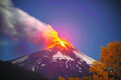 智利火山爆发三千人撤离 火山灰狂喷1千公尺