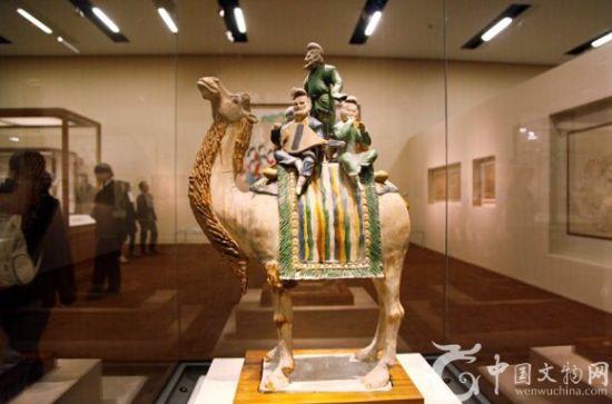 三彩骆驼载乐俑,唐代文物,1957年陕西省西安市鲜于廉墓出土,现藏中国国家博物馆。