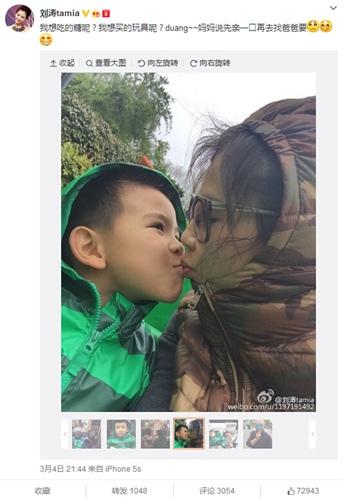 刘涛与儿子噘嘴亲吻老公用糖果这面卖萌(图)
