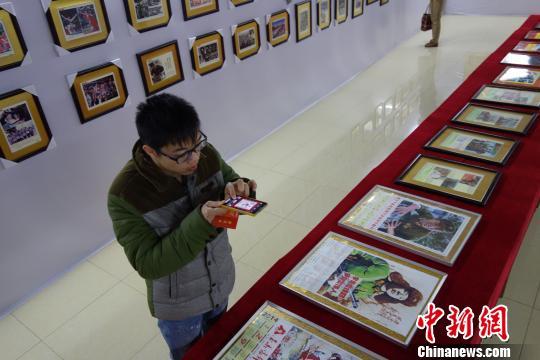 广西柳州七旬老人花费半世纪收藏雷锋藏品两千余件