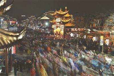 52万人赏南京秦淮灯会 游客比2014年少了8万--人民网江苏视窗--人民网
