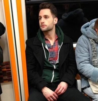 偷拍:英国地铁帅哥爆红 盘点网友偷拍的民间帅哥/组图