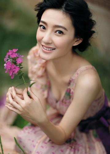 影視圈十大新銳酒窩美女明星 唐嫣 趙麗穎領銜